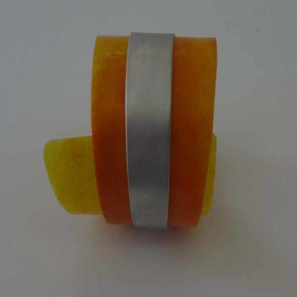 Brazalete ajustable en plástico reclinable y aluminio
