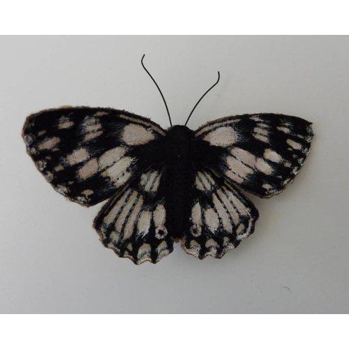 Vikki Lafford Garside Broche bordado de mariposa británica blanco marmoleado