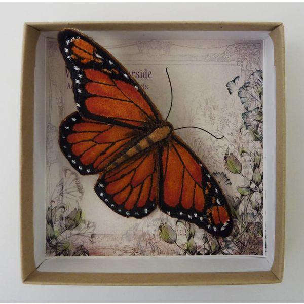 Broche bordado mariposa en peligro de extinción