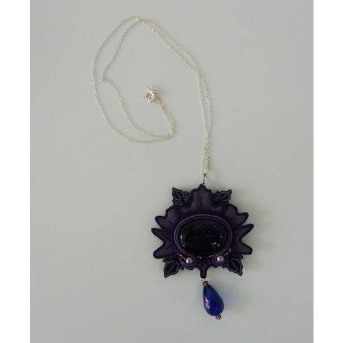 Vikki Lafford Garside Nouveau große bestickte Halskette