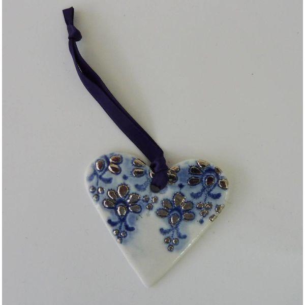 Adorno de corazón Lustre azul de platino con diseño de encaje