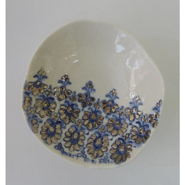 Cuenco de encaje azul con brillo de platino