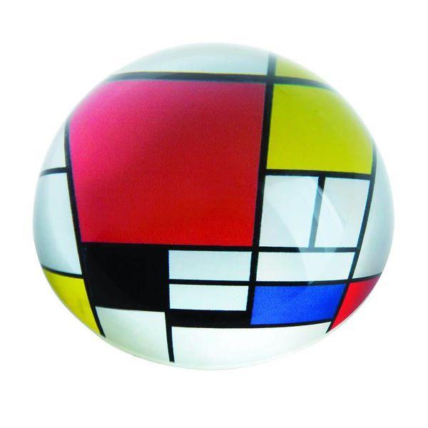 Composición Mondrian con pisapapeles rojo 099