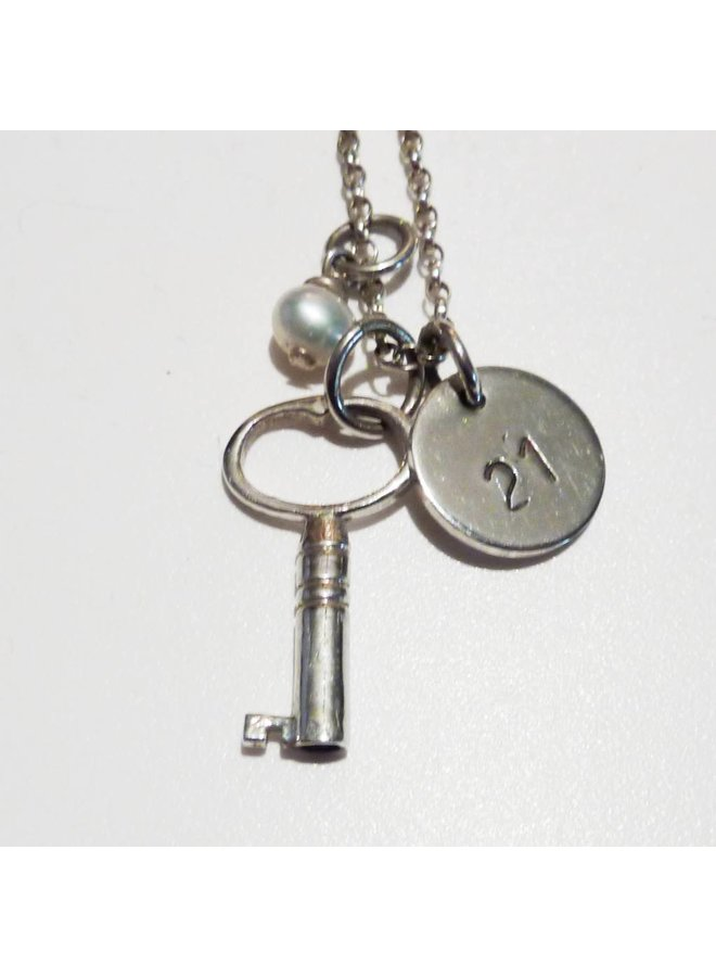Key with 21 disc silver necklace