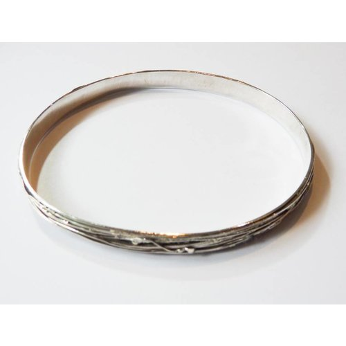 Elizabeth Chamberlain Wrap silver bangle