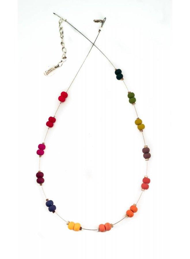 Halskettenkarnevalsregenbogen beabstandet