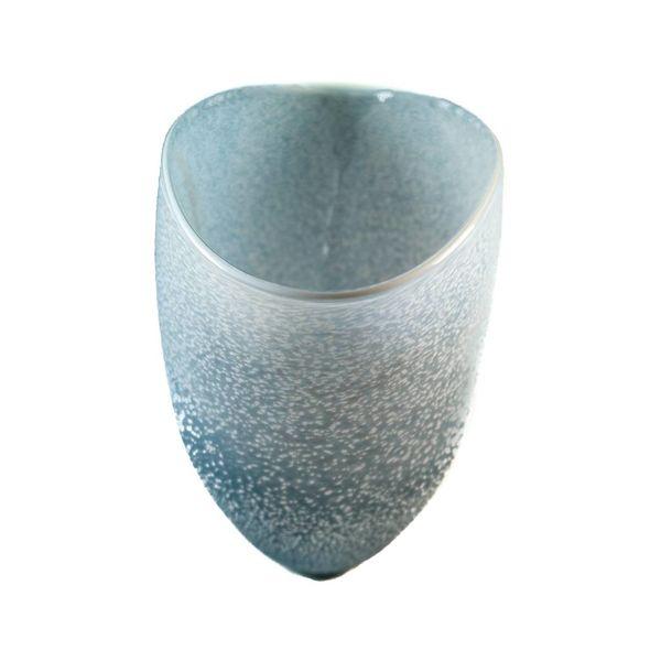 Gran jarrón en forma de V de granito