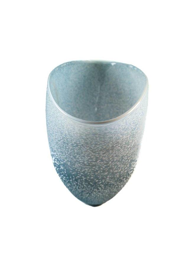 Kleine V-Form aus Granit