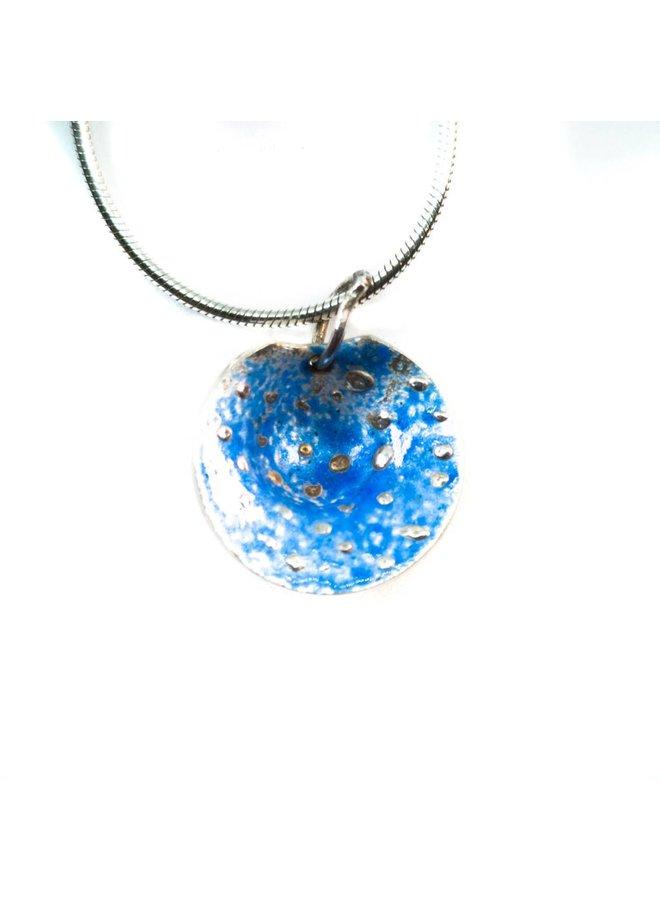 Runde Halskette aus blauem Silber und Emaille