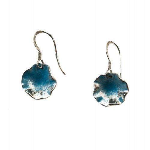 Maria Santos Gewellte runde Ohrringe aus blauem Silber und Emaille