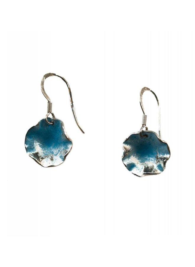 Gewellte runde Ohrringe aus blauem Silber und Emaille