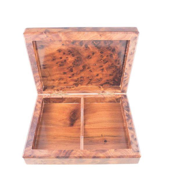 Caja de tarjetas de madera con estaño y peltre