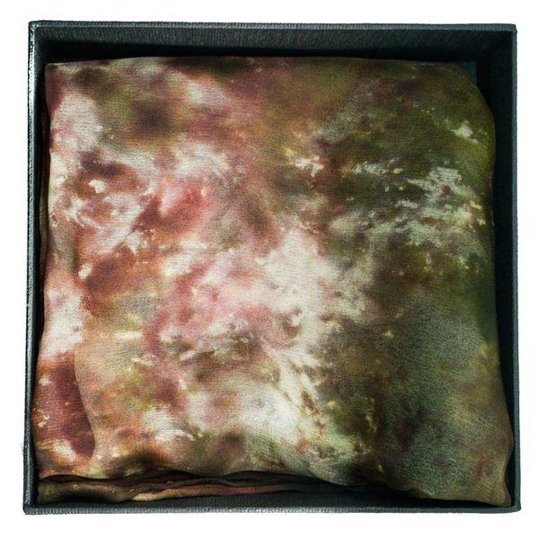 Pañuelo de seda Lichen Long Gossamer en caja