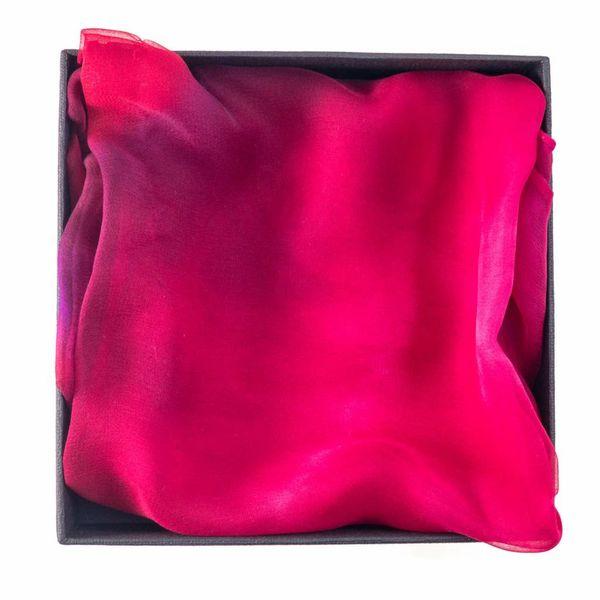 Fuscia larga Gossamer bufanda de seda en caja