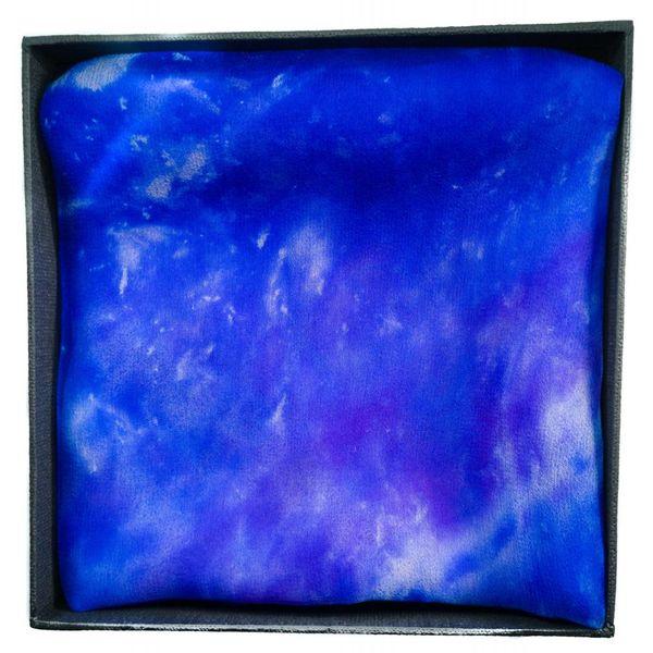 Iris Long Gossamer Pañuelo de seda en caja