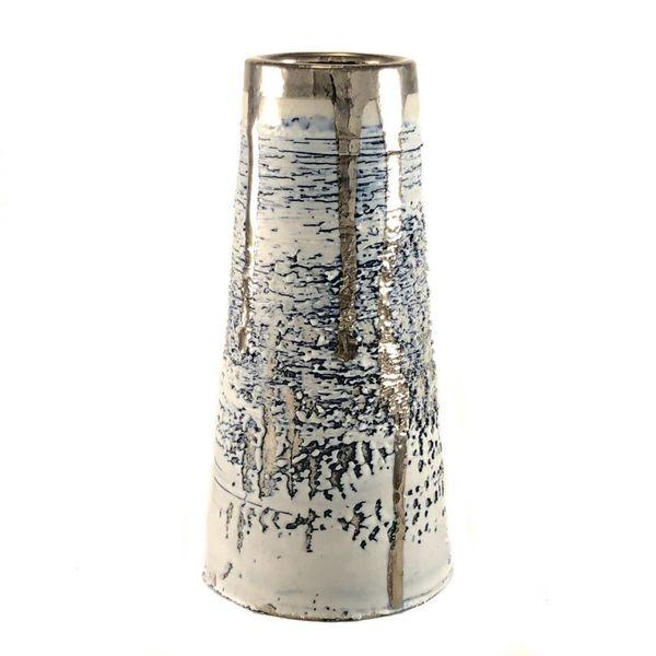 Lustre de platino texturizado con forma cónica