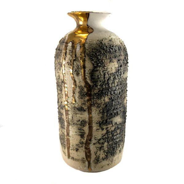 Jarrón alto con textura forma lustre dorado