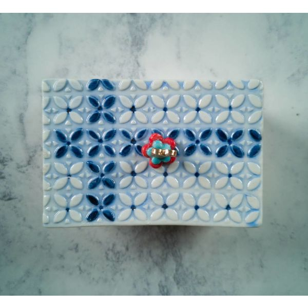 Tinket  pattern Box with lid Porcelain