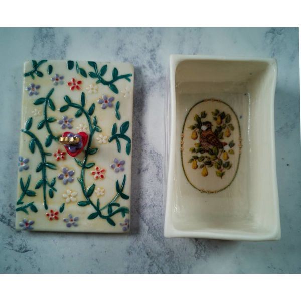 Tinket  leafy Box with lid Porcelain