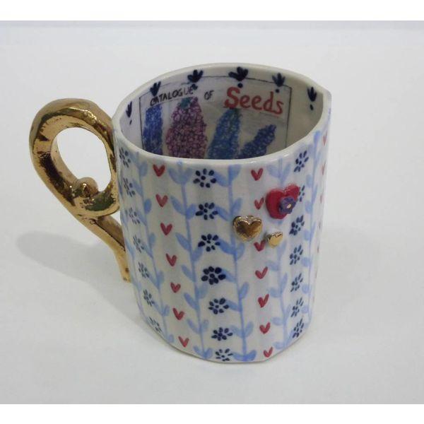 Taza de porcelana de semillas, corazones y tazas