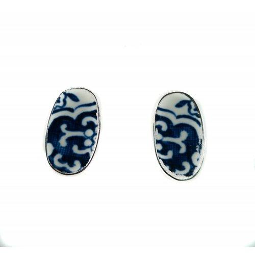 Two Skies Pendientes de botón de cerámica y plata de sauce ovalado