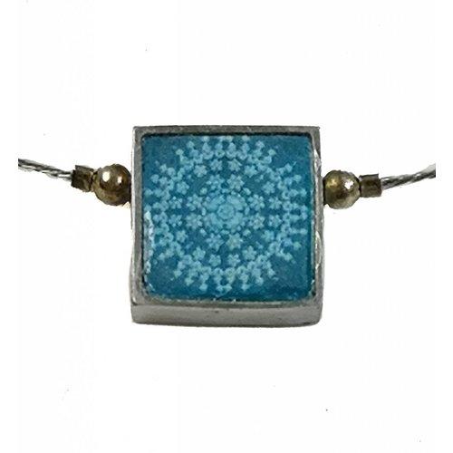 Noa Small Square radiant centre necklace 122