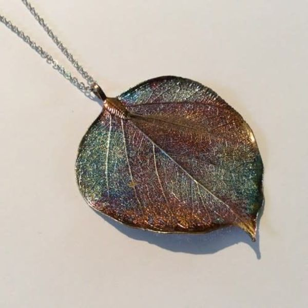 Bodhi leaf dark rainbow pendant