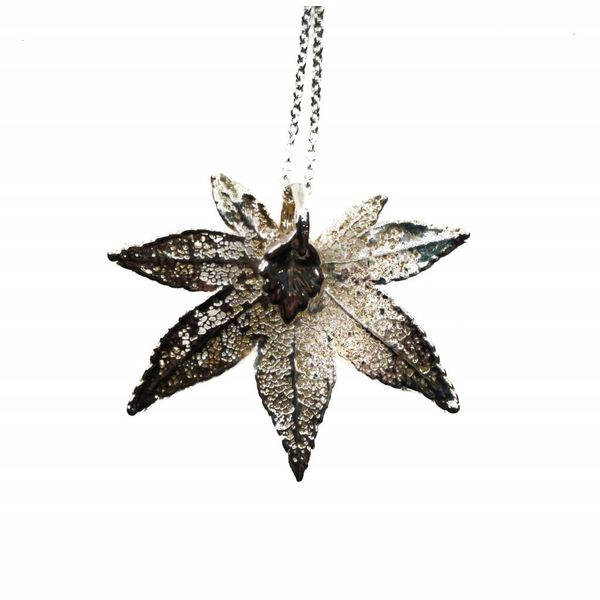 Maple leaf silver pendant