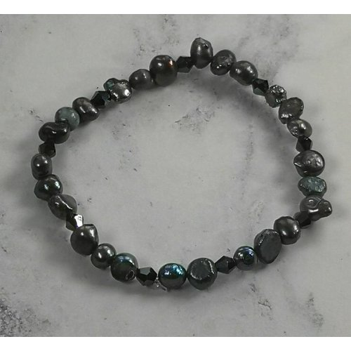 Lotus Feet Dark pearl bracelet 040