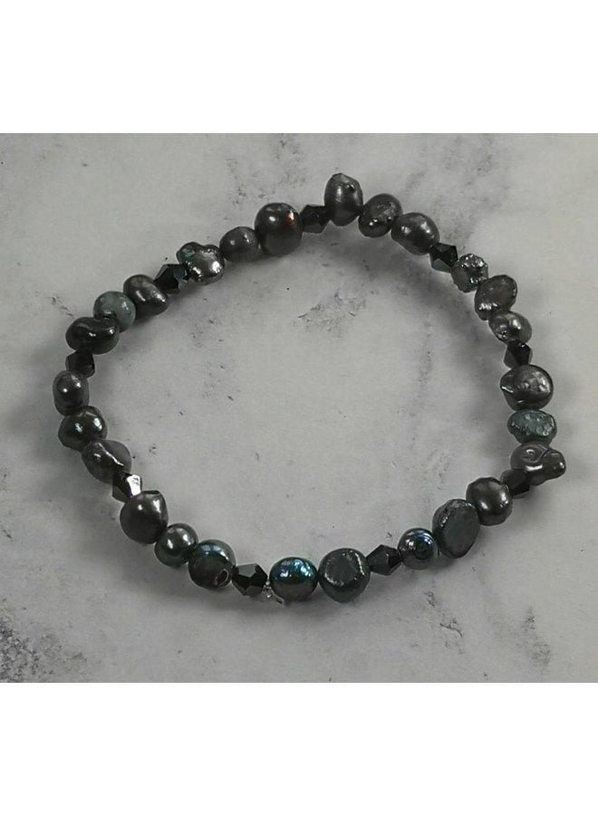 Dunkles Perlenarmband 040