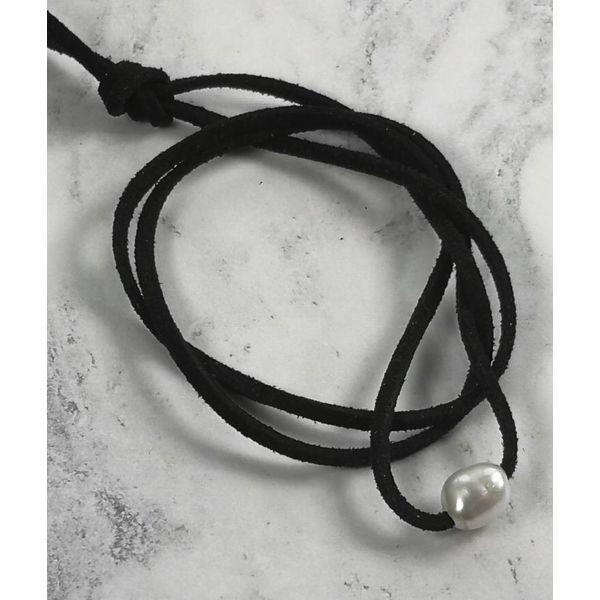 Perla de agua dulce colgante de ante negro 041