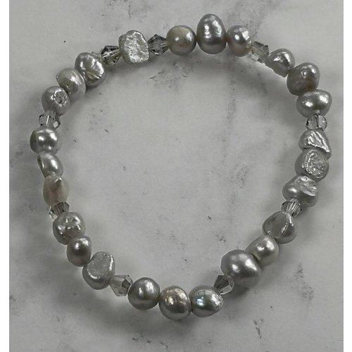 Lotus Feet Pale grey pearl bracelet 017