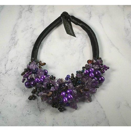 Lotus Feet Lila Perlen Halskette aus Satin 030