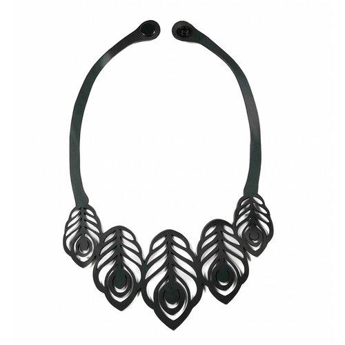 Paguro Peacock rubber necklace 31