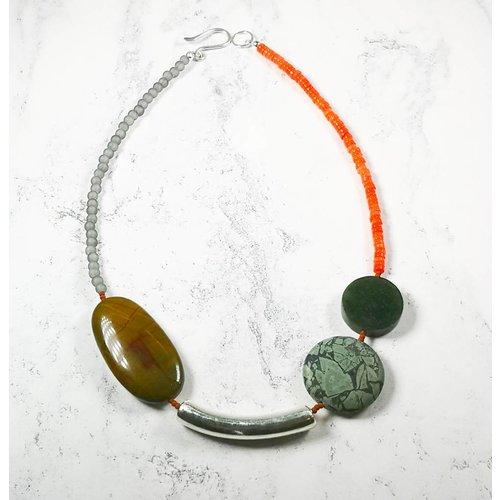 Melissa James Tigre de hierro, jaspe, jade, seaglass, coral, collar de plata