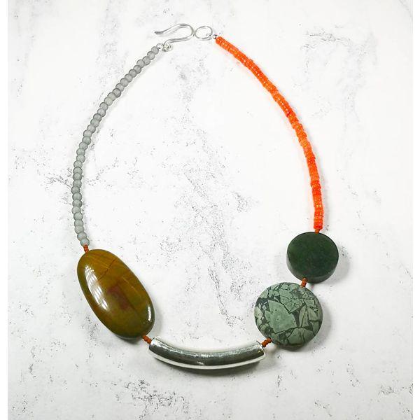 Tiger Eisen, Jaspis, Jade, Seeglas, Koralle, Silberkette