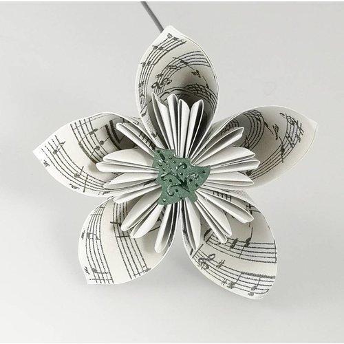 Paris Cheetham Musikalische silberne Papierblume mit Baum 36