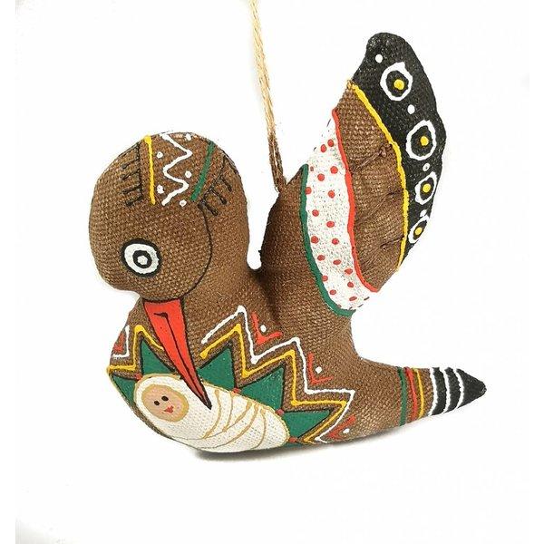 Decoración artesanal de cigüeña y bebé.