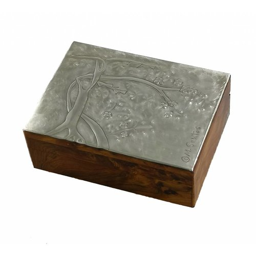 Maria Santos Flor de cerezo peltre y caja con bisagras de madera 15