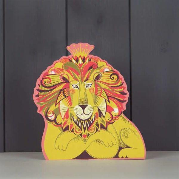 Tarjeta de corte Clarence the Lion por Sarah Young