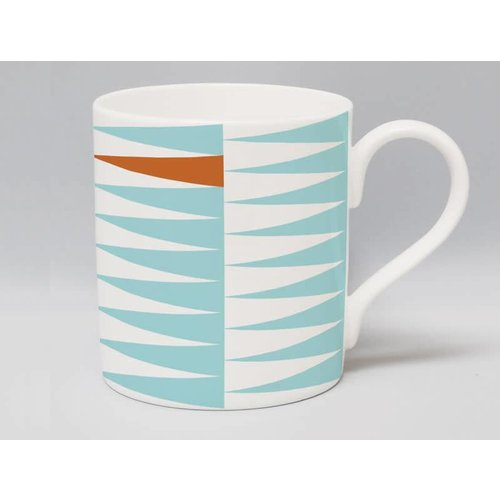 Repeat Repeat Metric Triangle Bronze mug 58