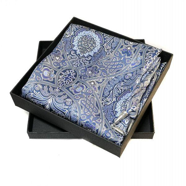 Pañuelo de seda y satén celta azul con cierre magnético en caja