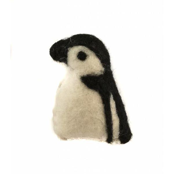 Penguin Felt brooch 021