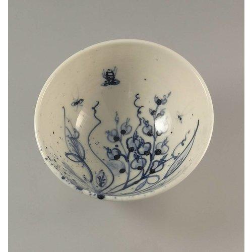 Mia Sarosi Tazón de abejas pintadas a mano de porcelana Tiny 007