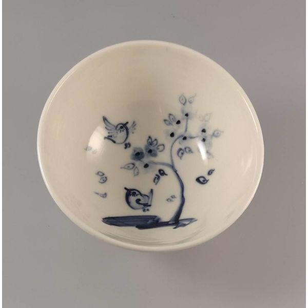 Pájaro con cereza pintada a mano en porcelana Tiny 010
