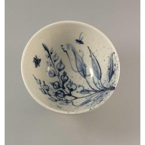 Mia Sarosi Garden bees Tiny porcelain  hand painted bowl 009