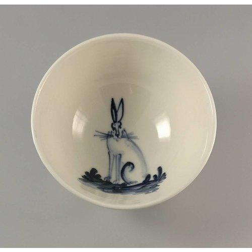 Mia Sarosi Hare Sitting - Cuenco de porcelana pequeña pintado a mano 001