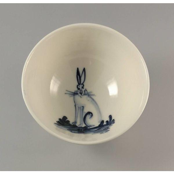 Hare Sitting - Cuenco de porcelana pequeña pintado a mano 001