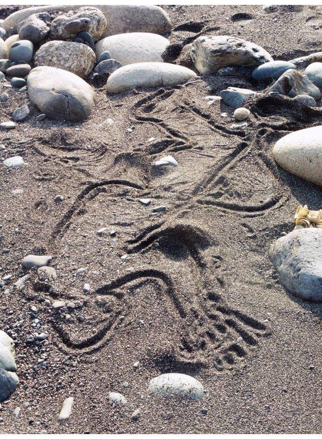 Menschliche Spuren 2 - Im Sand schlafen - Foto