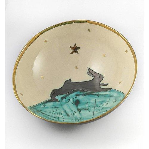 Sophie Smith Ceramics Hase auf dem Hügel große Keramikschale 012
